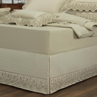 0e60883cb Saia para cama Box Matelassada com Bordado Inglês Queen - Astoria Bege -  Dui Design