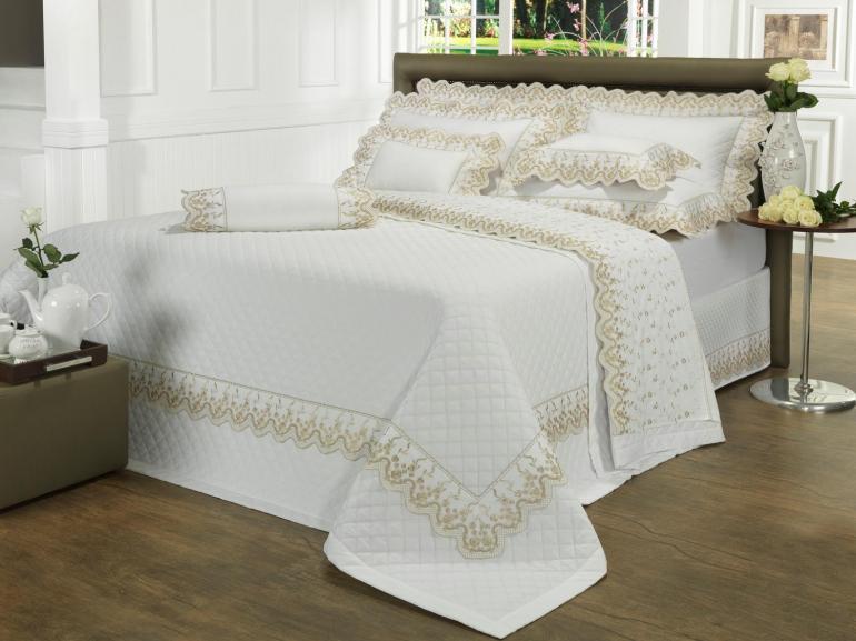 Kit: 1 Cobre-leito Solteiro + 1 porta-travesseiro Percal 200 fios com Bordado Inglês - Astoria Caqui e Branco - Dui Design