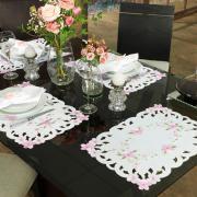Jogo Americano 4 Lugares (4 peças) com Bordado Richelieu 35x50cm - Camila Branco e Rosa - Dui Design