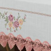 Toalha de Mesa com Bordado Richelieu Retangular 6 Lugares 160x220cm - Caroline Branco e Rosa - Dui Design