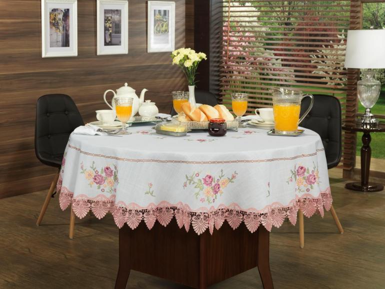 Toalha de Mesa com Bordado Richelieu Redonda 180cm - Caroline Branco e Rosa - Dui Design