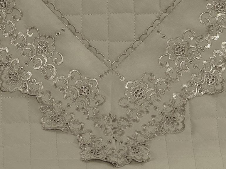 Enxoval 10 peças com Cobre-leito Casal Percal 200 fios com Bordado Inglês - Castelo Bege - Dui Design