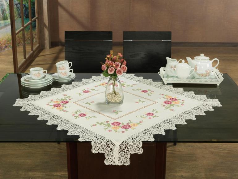 Centro de Mesa Quadrado com Bordado Richelieu 85x85cm - Cristina Natural e Rosa - Dui Design