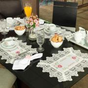 Jogo Americano 4 Lugares (4 peças) com Bordado Richelieu 35x50cm - Cristina Natural e Rosa - Dui Design