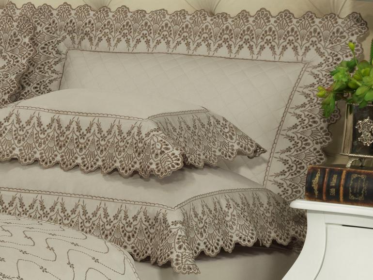 Enxoval 10 peças com Cobre-leito Casal Cetim de Algodão 300 fios com Bordado Inglês - Elegance Bege - Dui Design