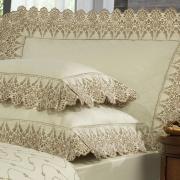 Kit: 1 Cobre-leito Queen + 2 porta-travesseiros Cetim de Algodão 300 fios com Bordado Inglês - Elegance Marfim e Camurça - Dui Design
