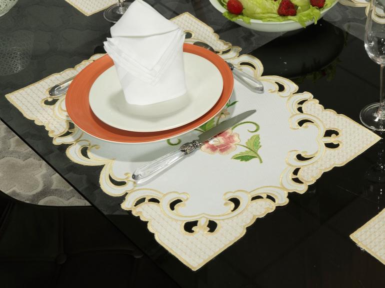 Jogo Americano 4 Lugares (4 peças) com Bordado Richelieu 35x50cm - Elenice Rosa - Dui Design