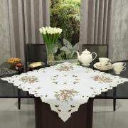 Centro de Mesa Quadrado com Bordado Richelieu 85x85cm - Eloisa Rosas - Dui Design