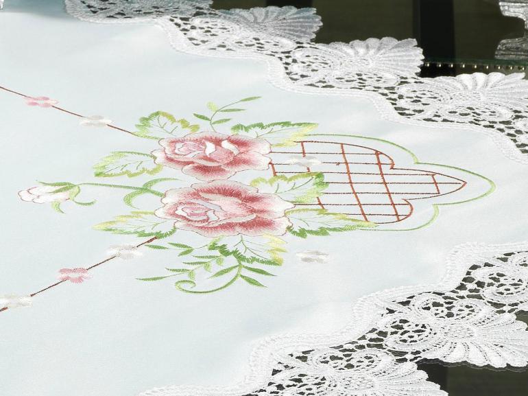 Centro de Mesa Quadrado com Bordado Richelieu 85x85cm - Emily Rosa - Dui Design