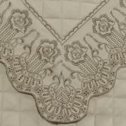 Kit: 1 Cobre-leito Queen + 2 porta-travesseiros Cetim de Algodão 300 fios com Bordado Inglês - Glamour Bege - Dui Design