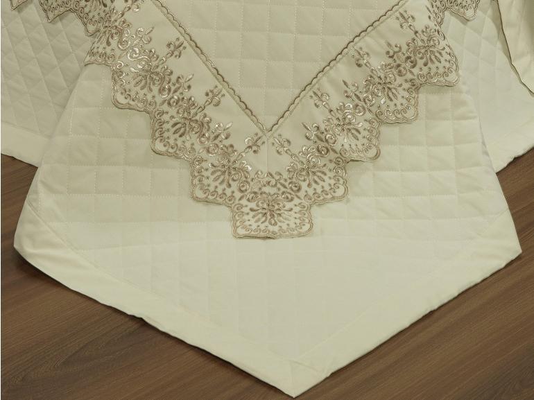 Kit: 1 Cobre-leito Queen + 2 porta-travesseiros Percal 200 fios com Bordado Inglês - Imperialle Marfim e Camurça - Dui Design