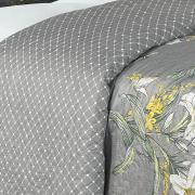 Kit: 1 Cobre-leito Casal Bouti de Microfibra Ultrasonic Estampada + 2 Porta-travesseiros - Lirios Cinza - Dui Design