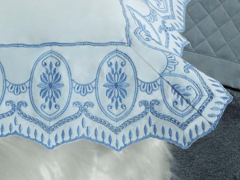 Jogo de Cama Queen Percal 200 fios com Bordado Inglês - Lucerna Branco e Azul - Dui Design