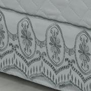 Saia para cama Box Matelassada com Bordado Inglês Queen - Lucerna Cinza - Dui Design
