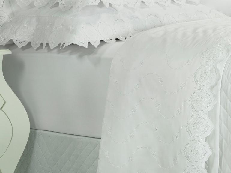 Enxoval King com Cobre-leito 7 peças Cetim de Algodão 300 fios com Bordado Inglês - Medallion Branco - Dui Design