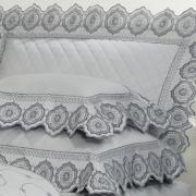 Enxoval 10 peças com Cobre-leito Casal Cetim de Algodão 300 fios com Bordado Inglês - Medallion Cinza - Dui Design