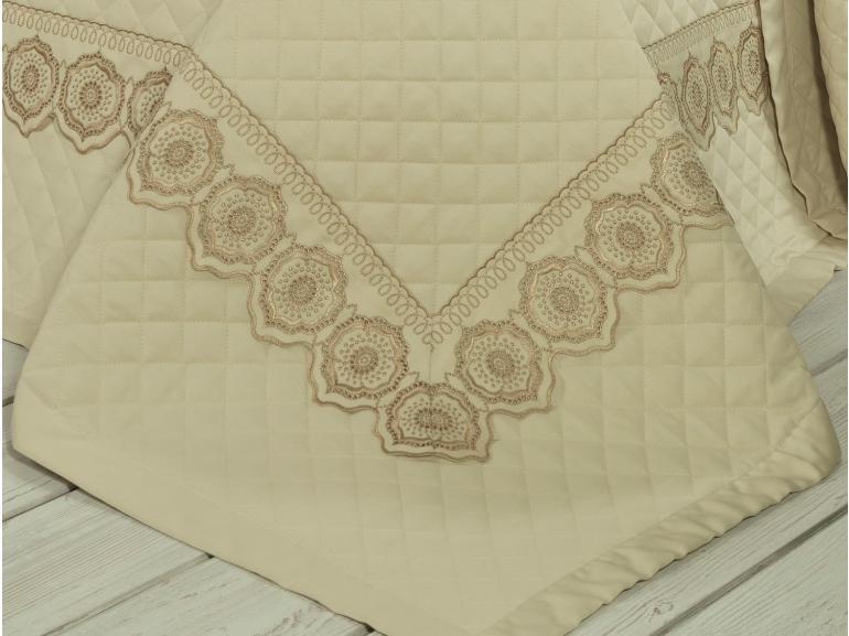 Kit: 1 Cobre-leito Queen + 2 porta-travesseiros Cetim de Algodão 300 fios com Bordado Inglês - Medallion Marfim e Bege  - Dui Design