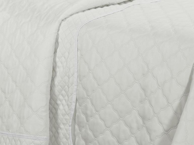 Kit: 1 Cobre-leito Queen Bouti de Microfibra Ultrasonic + 2 Porta-travesseiros - Mesquita Natural Branco - Dui Design