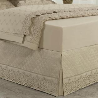 e91db9c23 Saia para cama Box Matelassada com Bordado Inglês Casal - Montecarlo Bege - Dui  Design