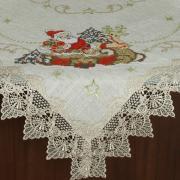 Centro de Mesa Natal Quadrado de Linho com Bordado Richelieu 85x85cm - Papai Noel Bege - Dui Design