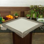 Centro de Mesa Quadrado com Bordado Guipir 85x85cm - Parma Linho e Fendi - Dui Design