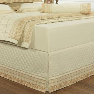 7856f2594b Saia para cama Box Matelassada com Bordado Inglês Queen - Passini Marfim -  Dui Design