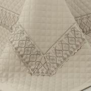 Kit: 1 Cobre-leito Queen + 2 porta-travesseiros Cetim de Algodão 300 fios com Bordado Inglês - Pienza Camurça - Dui Design