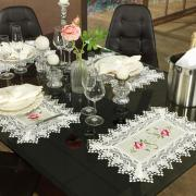 Jogo Americano 4 Lugares (4 peças) com Bordado Richelieu 35x50cm - Pietra Bege e Rosa - Dui Design