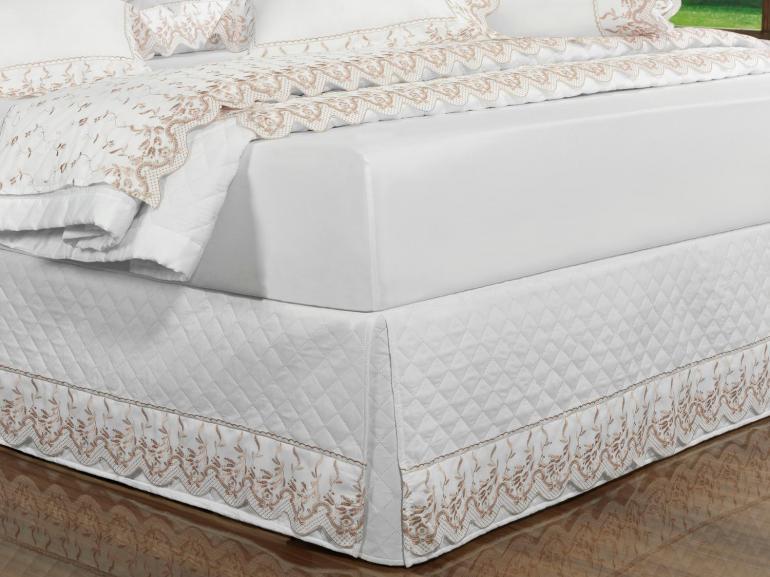 Saia para cama Box Matelassada com Bordado Inglês Solteiro - Ravenna Branco e Rosa Velho - Dui Design