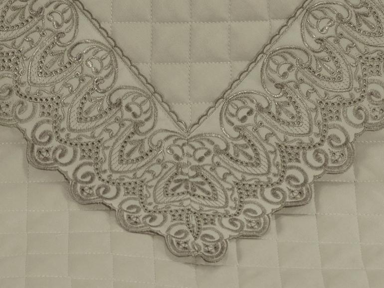Enxoval 10 peças com Cobre-leito Queen Cetim de Algodão 300 fios com Bordado Inglês - Regence Bege - Dui Design