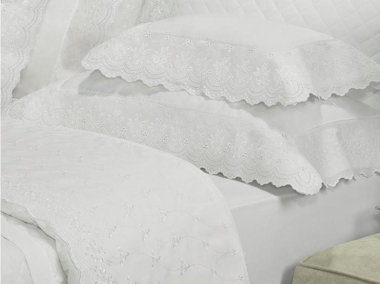Enxoval 10 peças com Cobre-leito King Percal 200 fios com Bordado Inglês - Romance Branco - Dui Design