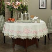 Toalha de Mesa com efeito Linho e com Bordado Richelieu Redonda 180cm - Samanta Rosa - Dui Design