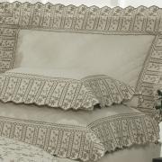 Kit: 1 Cobre-leito King + 2 porta-travesseiros Percal 200 fios com Bordado Inglês - Sofia Bege - Dui Design