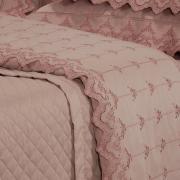 Enxoval 10 peças com Cobre-leito Queen Cetim de Algodão 300 fios com Bordado Inglês - Sofisticata Rosa Velho - Dui Design