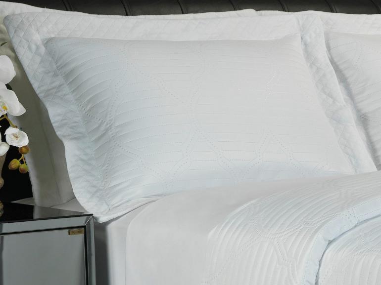 Kit: 1 Cobre-leito Queen Bouti de Microfibra Ultrasonic + 2 Porta-travesseiros - Soul Branco - Dui Design
