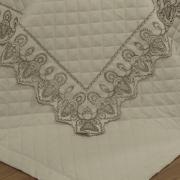 Kit: 1 Cobre-leito Casal + 2 porta-travesseiros Percal 200 fios com Bordado Inglês - Tirreno Bege - Dui Design