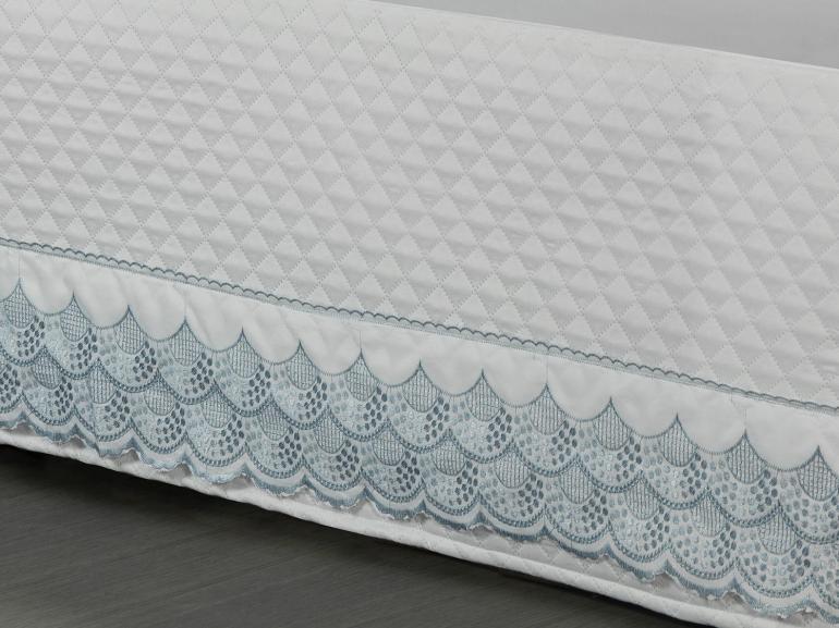 Saia para cama Box Matelassada com Bordado Inglês Queen - Veneto Branco e Azul - Dui Design